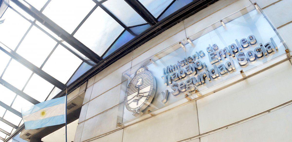 Salario Mínimo: sin acuerdo, la Nación dispuso un 25% de aumento en 4 tramos