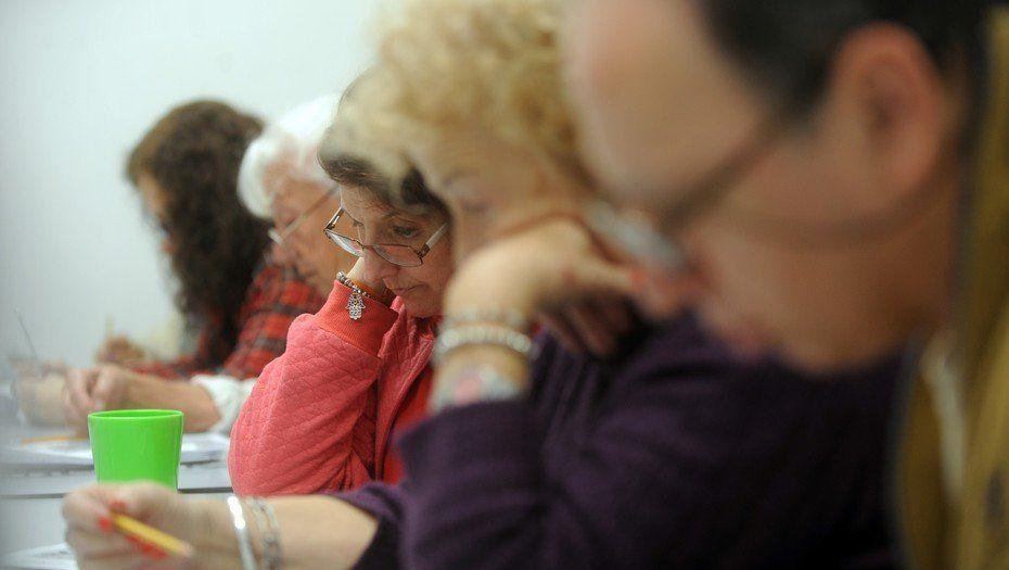 Cómo luchan contra el olvido los que sufren Alzheimer en la Argentina