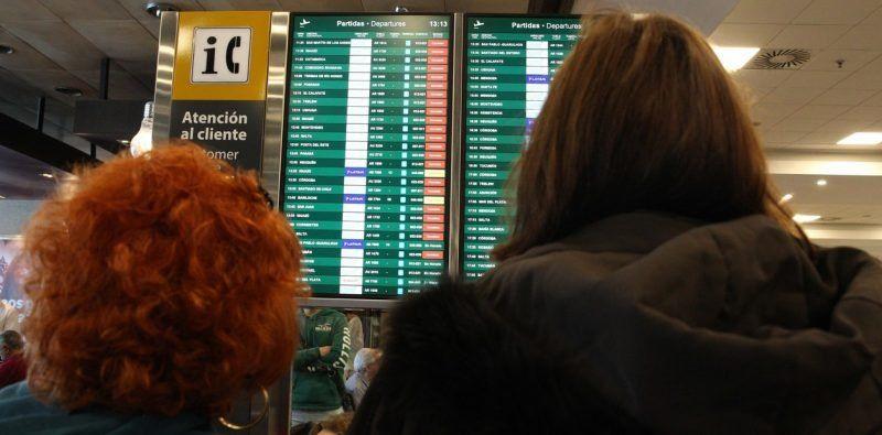 Demoras y cancelaciones de vuelos: cuáles son los derechos de los pasajeros