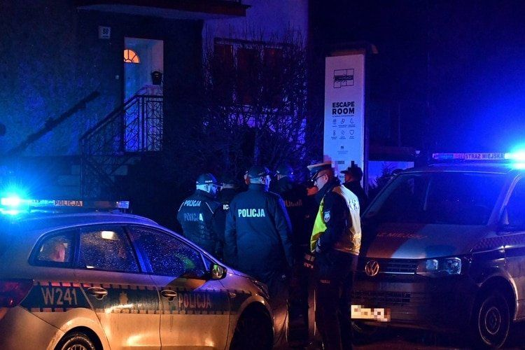 """Cinco nenas de 15 años murieron atrapadas en una """"sala de escape"""""""
