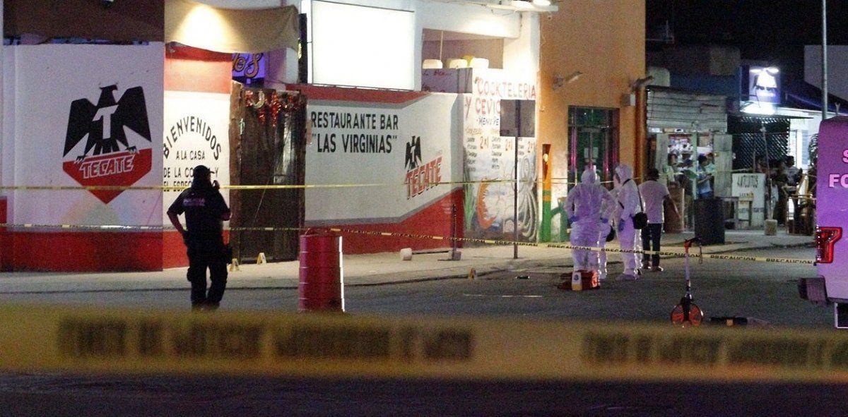 Entran a los tiros en un bar en Playa del Carmen y matan a 7 personas