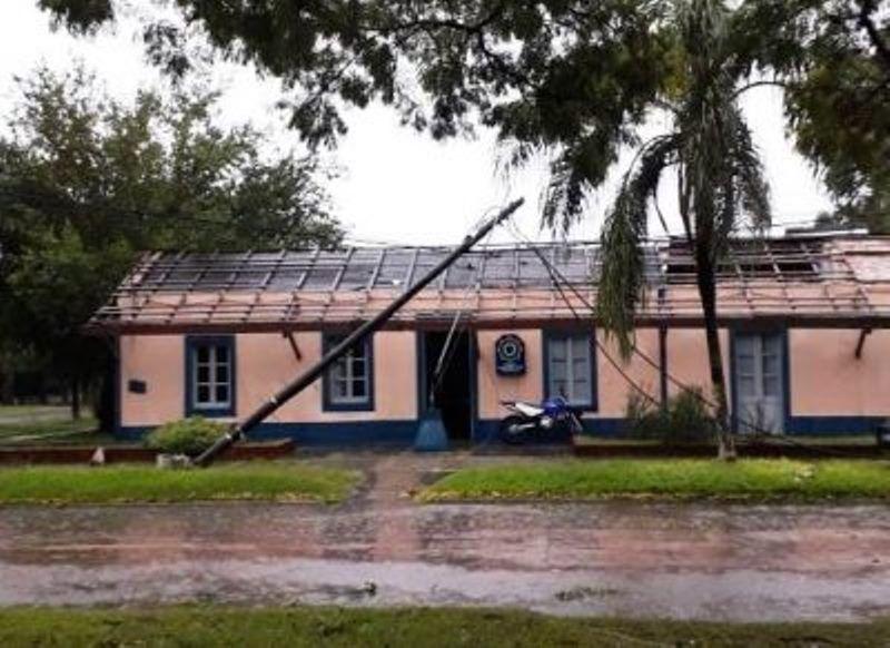 La tormenta dejó graves daños en Villa Guillermina