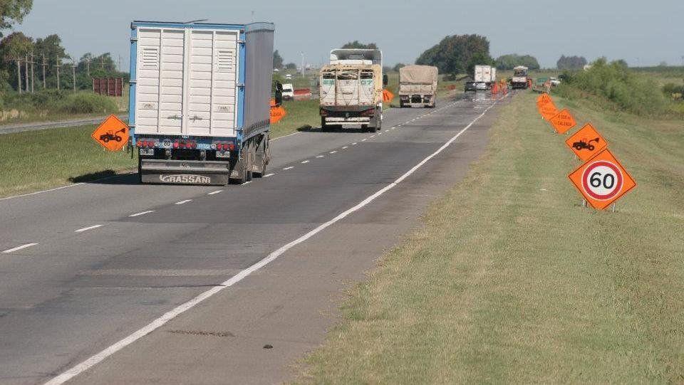 Engañaron a camionero, lo secuestraron, lo abandonaron en Coronda y se fugaron con el camión