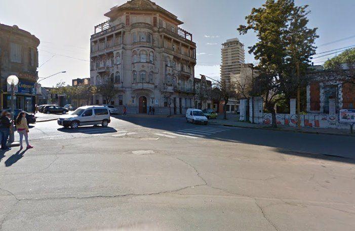 En pleno centro de la ciudad, asesinaron a un hombre de una puñalada