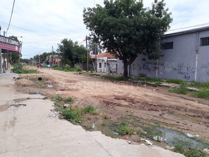 """Vecinos de Cabal reclaman contra la obra inconclusa del Desagüe Espora: """"Nos arruinó la vida"""""""