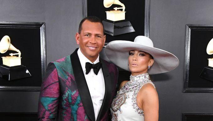JLo y Alex Rodriguez festejan dos años de amor en la red carpet de los Grammys