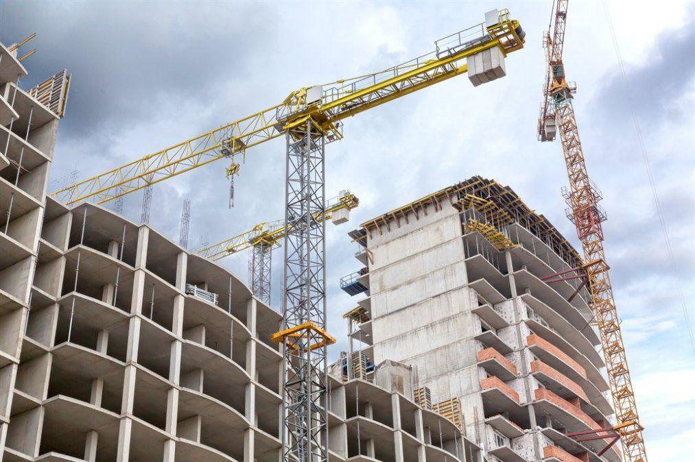 El costo de la construcción cae en dólares, pero el mercado inmobiliario no se reactiva