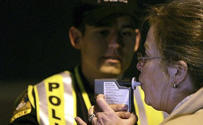 Una ley en California podría reducir el límite de alcohol en conductores