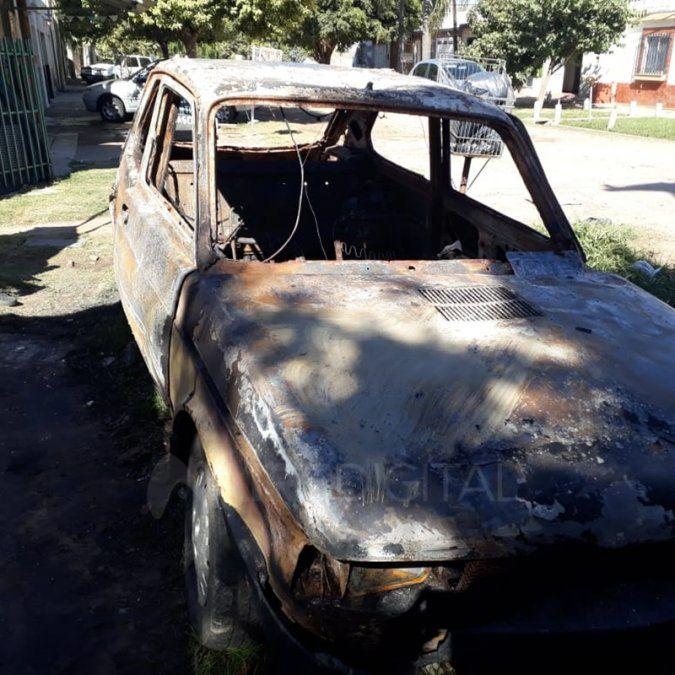 Repudiable: le incendiaron el auto que usaba para pasear con su familia