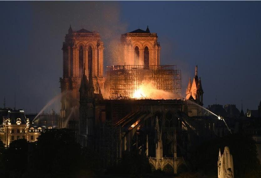 """Bomberos aseguran que la estructura de la Catedral """"está a salvo"""""""