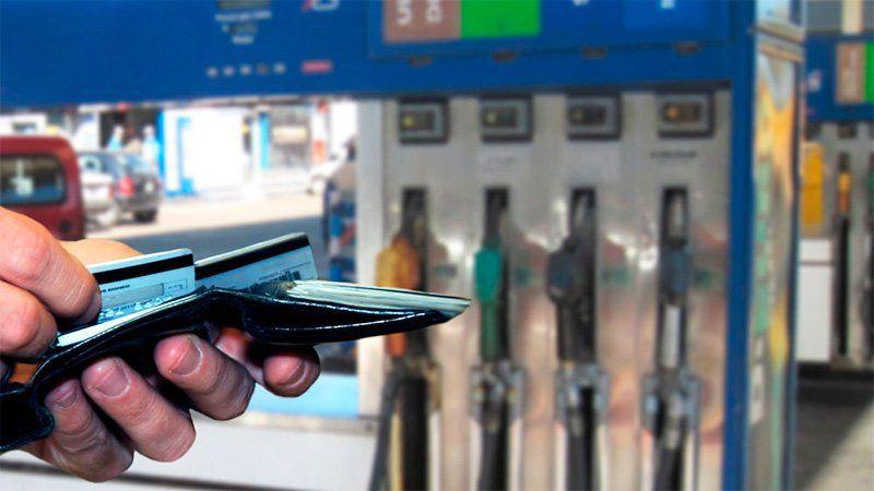 Por la suba del dólar, prevén un nuevo aumento de las naftas: será superior al 5%