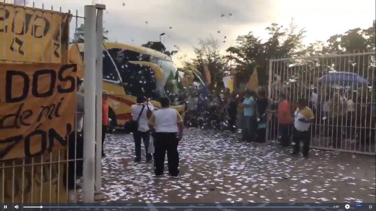 Emocionante recibimiento para Dorados y Maradona en la previa de la finalBielsa pagó de su bolsillo la multa de 200 mil libras por espiar a los rivales