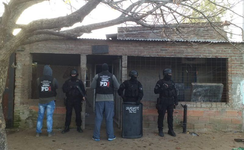 Tres hombres y tres mujeres detenidos por venta de drogas en barrio Nueva Tablada