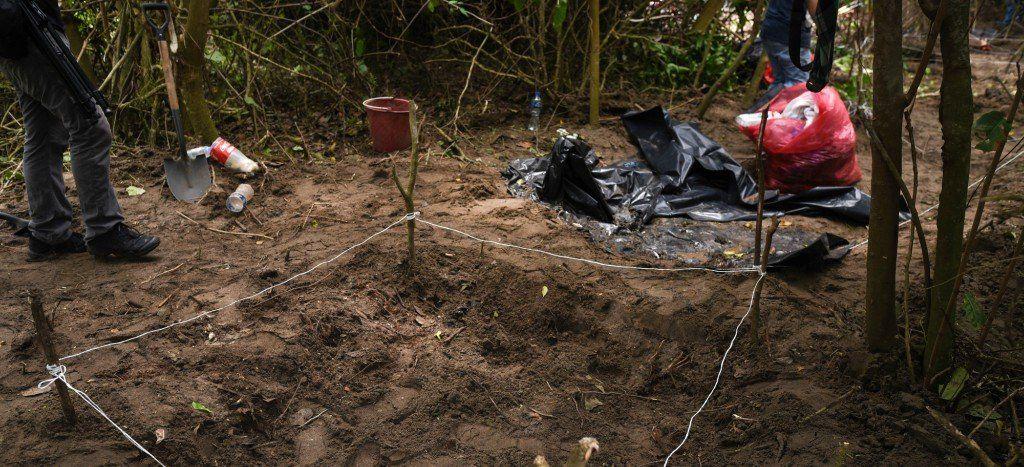 Desenterradores es el nuevo oficio en México, el país de las fosas