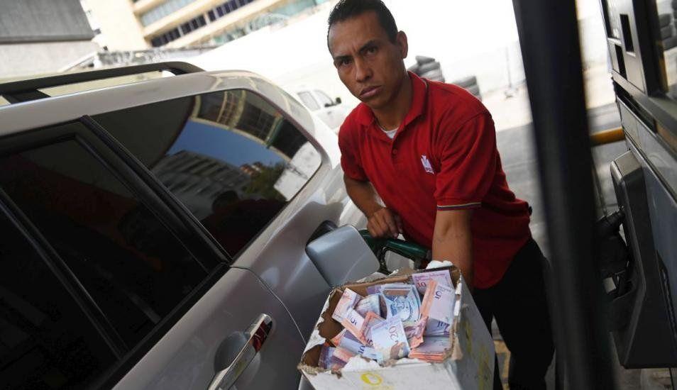 Venezuela, el país donde un huevo y 93,3 millones de litros de gasolina cuestan igual