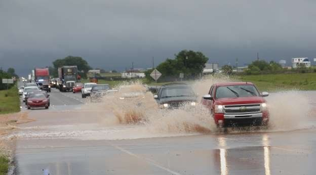 Tormentas y tornados causan severos daños en EE.UU.
