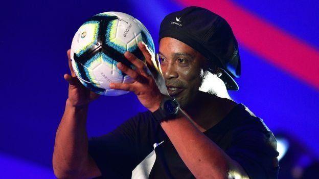 Detuvieron a Ronaldinho en Paraguay por tener el pasaporte adulterado