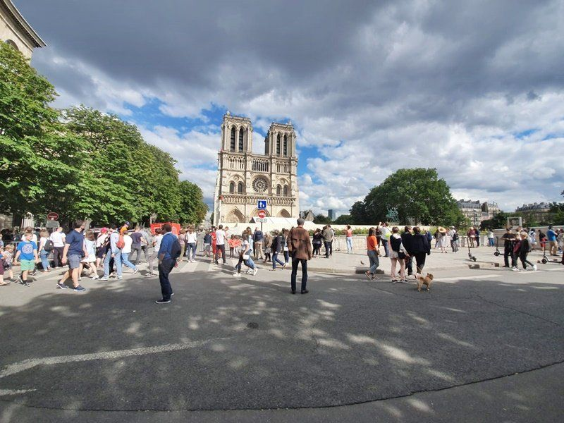 A dos meses del incendio, se celebró la primera misa en Notre Dame