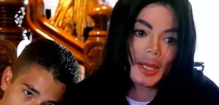 Las fotos inéditas de la habitación en la que murió Michael Jackson: fármacos, agujas, notas en las paredes y una extraña muñeca de porcelana