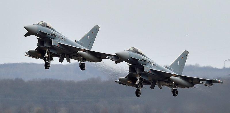 Alemania: dos aviones de combate chocaron en el aire y murió un piloto