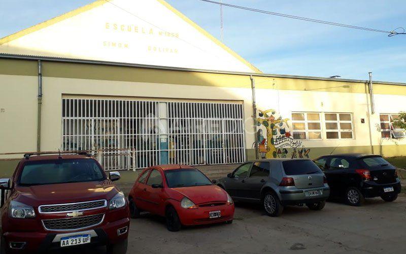 Con presencia policial, alumnos de barrio Centenario retomaron las clases
