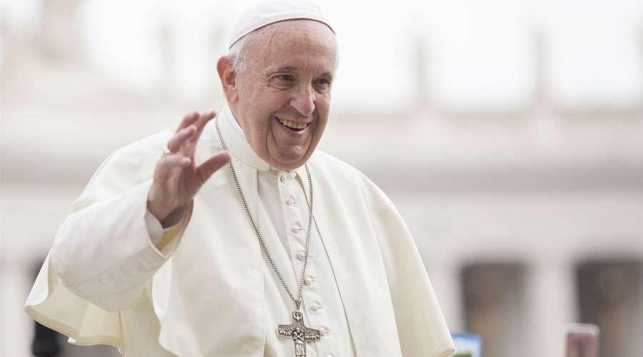 """El papa Francisco celebra """"el buen ejemplo de la cultura del encuentro"""" de Trump y Kim"""