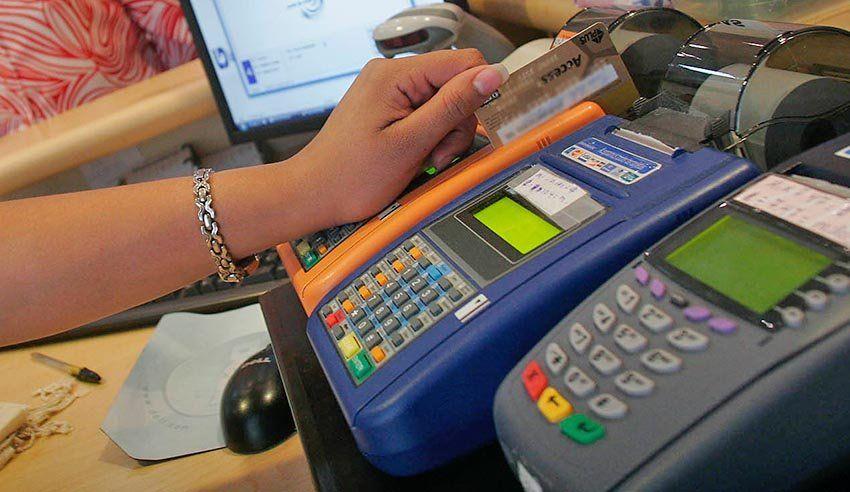 Los bancos solicitan 60 días para abrir cuentas gratuitas para adolescentes