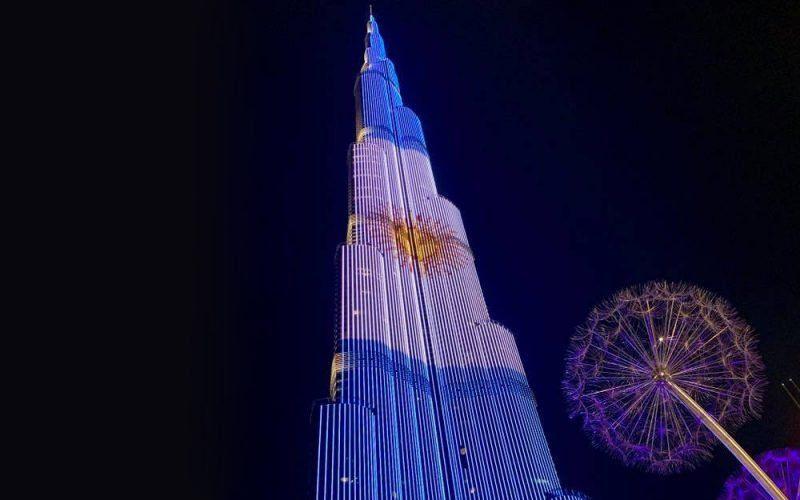 En Dubai, el rascacielos más alto y famoso del mundo se iluminó con los colores de la bandera argentina