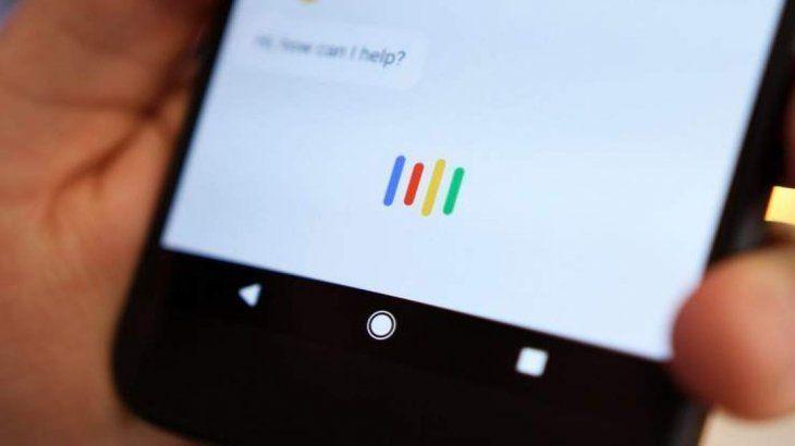 Google admitió que escucha el 0,2% de las conversaciones que tienen los usuarios con su asistente virtual