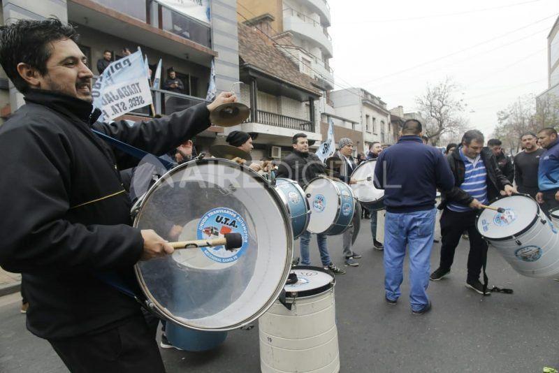 Un día sin colectivos en la ciudad y buena parte del país: en Santa Fe, la UTA reclamó un aumentó salarial del 20%