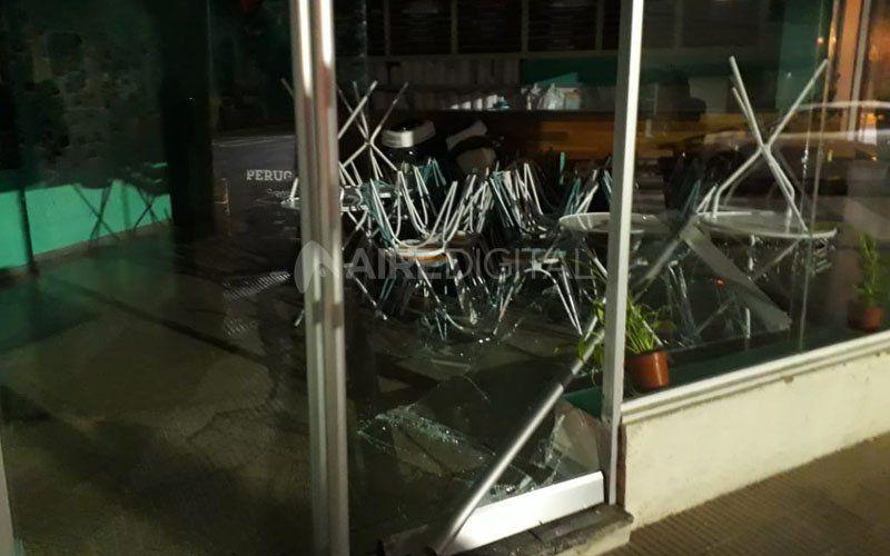Otra vez rompieron el blindex de una heladería en el macrocentro santafesino
