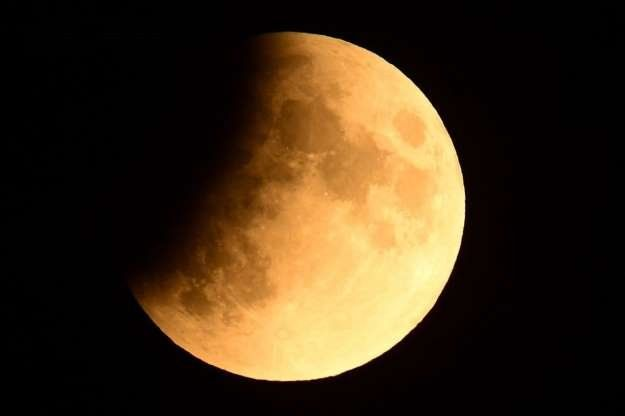 A 50 años del lanzamiento del Apolo 11: como si el cosmos supiera, llegó un eclipse parcial de Luna que se vio en Argentina