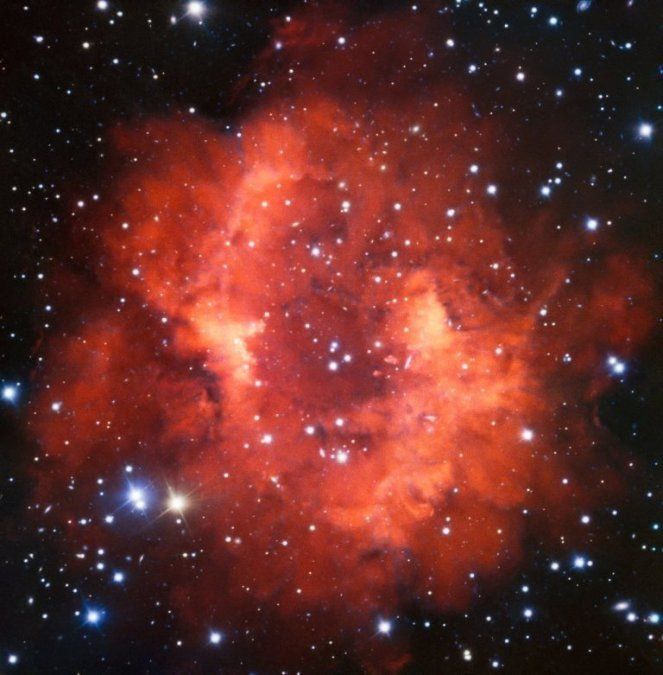 Los restos rojos de una estrella que murió hace mucho tiempo y que muestran el destino del Sol