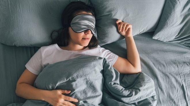 Cuatro signos del zodiaco que necesitan dormir para ser felices
