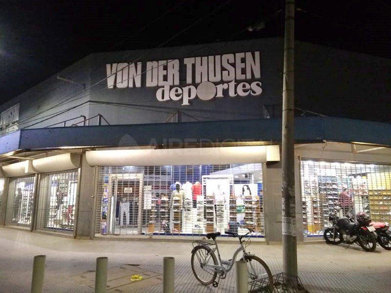 Otra vez robaron un local de Von Der Thusen y quedaron grabados en dos videos