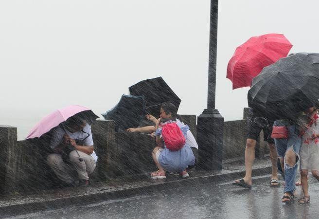 El tifón Lekima azota a China y deja 18 muertos y un millón de evacuados