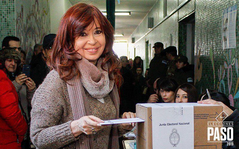 Luego de la victoria en las primarias, Cristina viaja a Buenos Aires para reunirse con Alberto Fernández