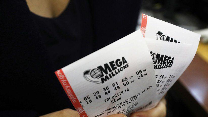 """Hombre gana $10,000 semanales de por vida en """"raspa y gana"""" de la Lotería"""