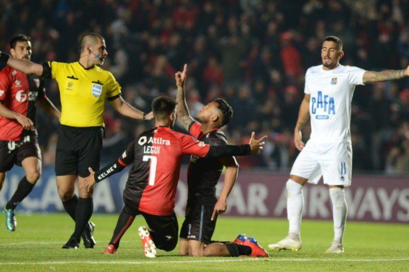 Colón goleó a Zulia en un segundo tiempo demoledor y pasó a semifinales