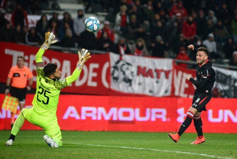 Superliga: Estudiantes goleó a Independiente y le dio un baño de realidad