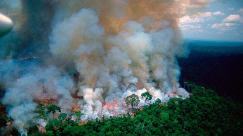 Francia amenaza romper el acuerdo UE-Mercosur tras acusar de mentiroso a Bolsonaro por incendios