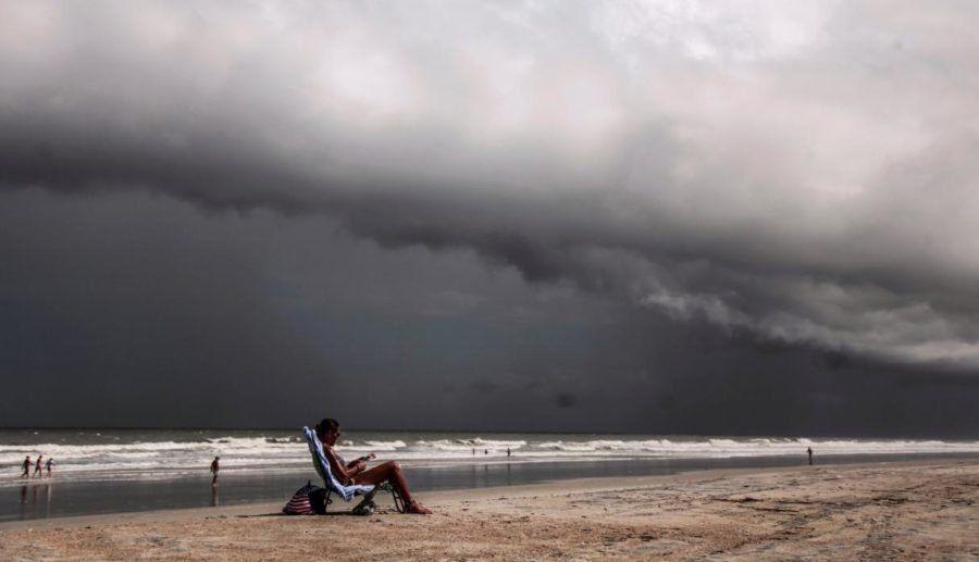 Ante la inminente llegada del huracán Dorian a Florida esta noche, evacúan a un millón de personas