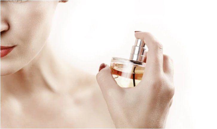 Trucos para que el perfume dure más en la piel