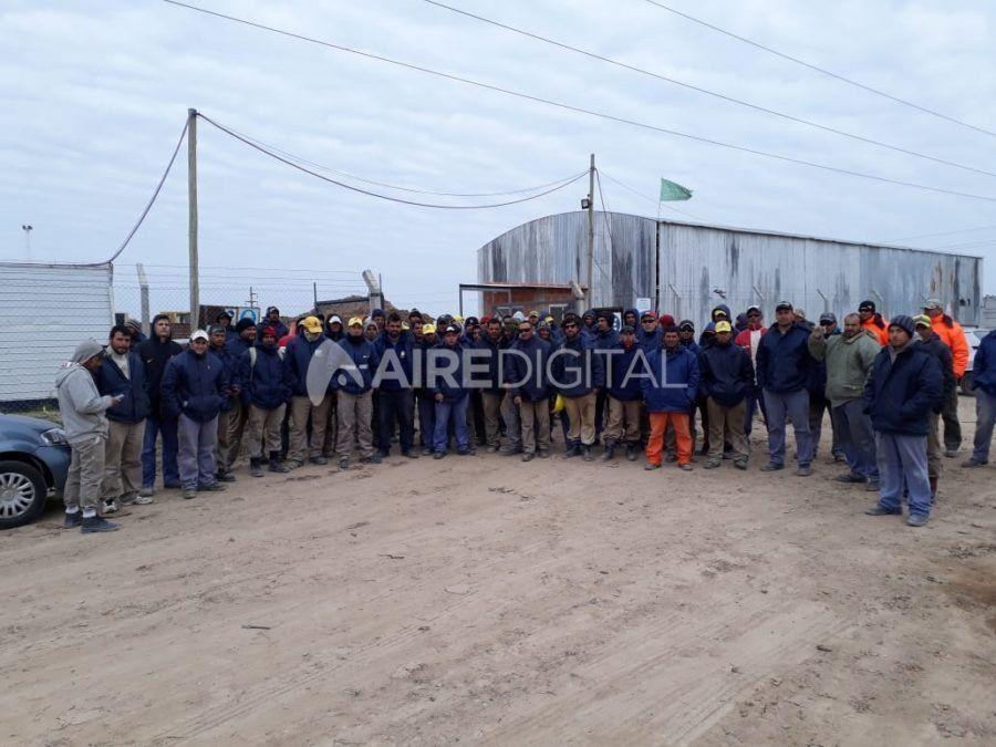 Los obreros del Acueducto Desvío Arijón, preocupados por la posible pérdida de 100 puestos de trabajo