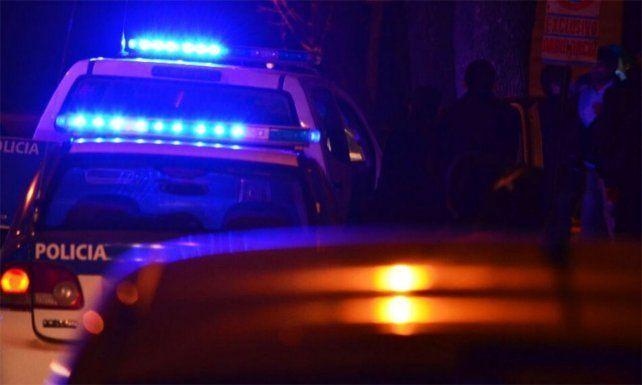 Un taxista accionó el botón antipánico pero no pudo evitar un violento asalto