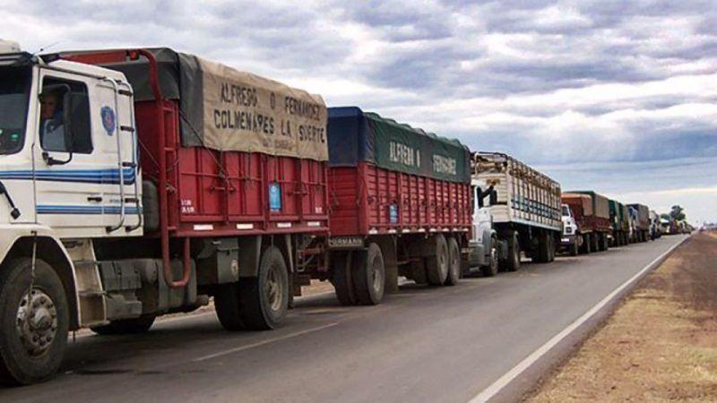 El transporte de carga, entre los golpes por los aumentos y el desabastecimiento de combustible