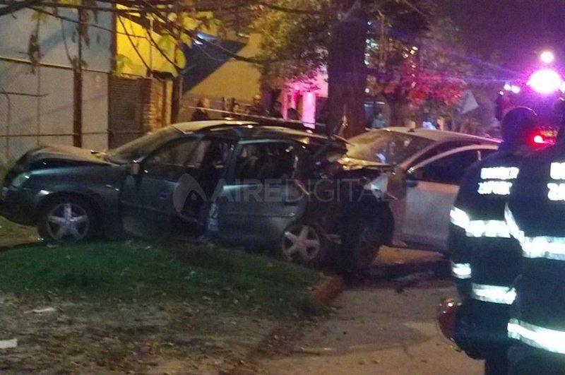 Un conductor embistió y arrastró 40 metros un auto: murió un chico de 10 años