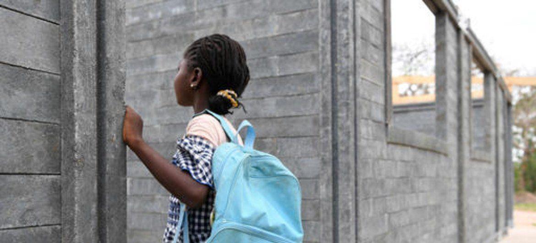 Construcciones más sustentables: Unicef construyó aulas en África con plásticos reciclados
