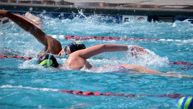 """Tiene 17 años, ganó una competencia de natación pero la descalificaron por """"la malla ajustada"""""""