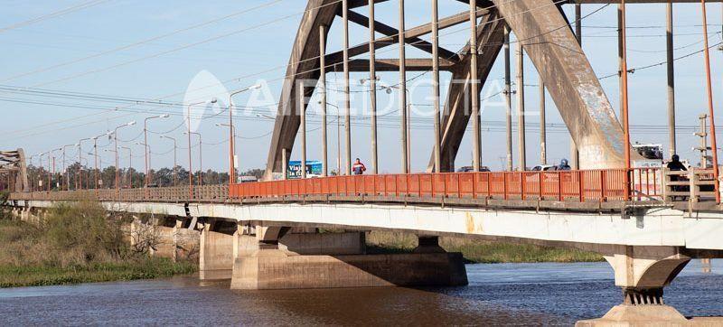 Otro accidente fatal en el Puente Carretero: murió un motociclista durante la madrugada